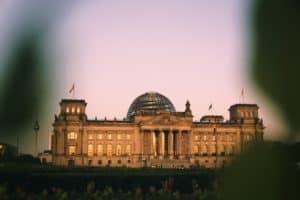 Bundestag im Dämmerlicht
